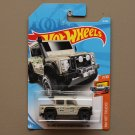 Hot Wheels 2018 HW Hot Trucks '15 Land Rover Defender Double Cab (tan)