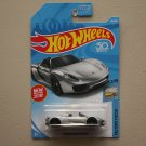 Hot Wheels 2018 Factory Fresh '17 Porsche 918 Spyder (silver)