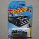 Hot Wheels 2018 Checkmate Plymouth Barracuda (King Kuda) (black)