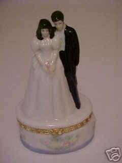 NEW BRUNETTE BRIDE & GROOM VANITY TRINKET RING BOX