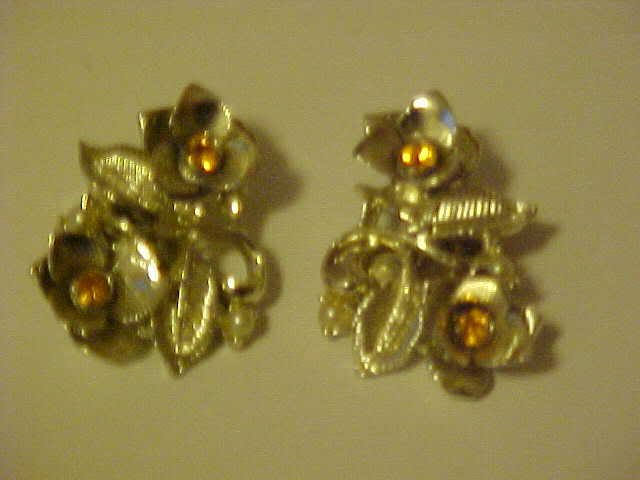 VINTAGE AMBER RHINESTONE GOLD LEAF FLOWER CLIP EARRINGS