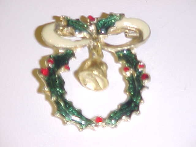 LOVELY ENAMELED METAL CHRISTMAS HOLLY WREATH PIN