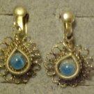 VINTAGE ORNATE BLUE STONE GOLD TONE SCREW BACK EARRINGS