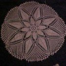 """VINTAGE NEVER USED BEAUTIFUL HAND MADE 25"""" IVORY PINEAPPLE FLOWER DOILY"""