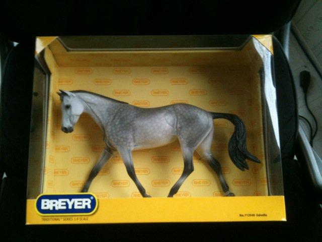 BREYER Valvella #712040 LIMITED to 700 strapless mold thoroughbred grey