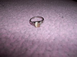 VERY pretty Light yellow cats eye ring Size 6