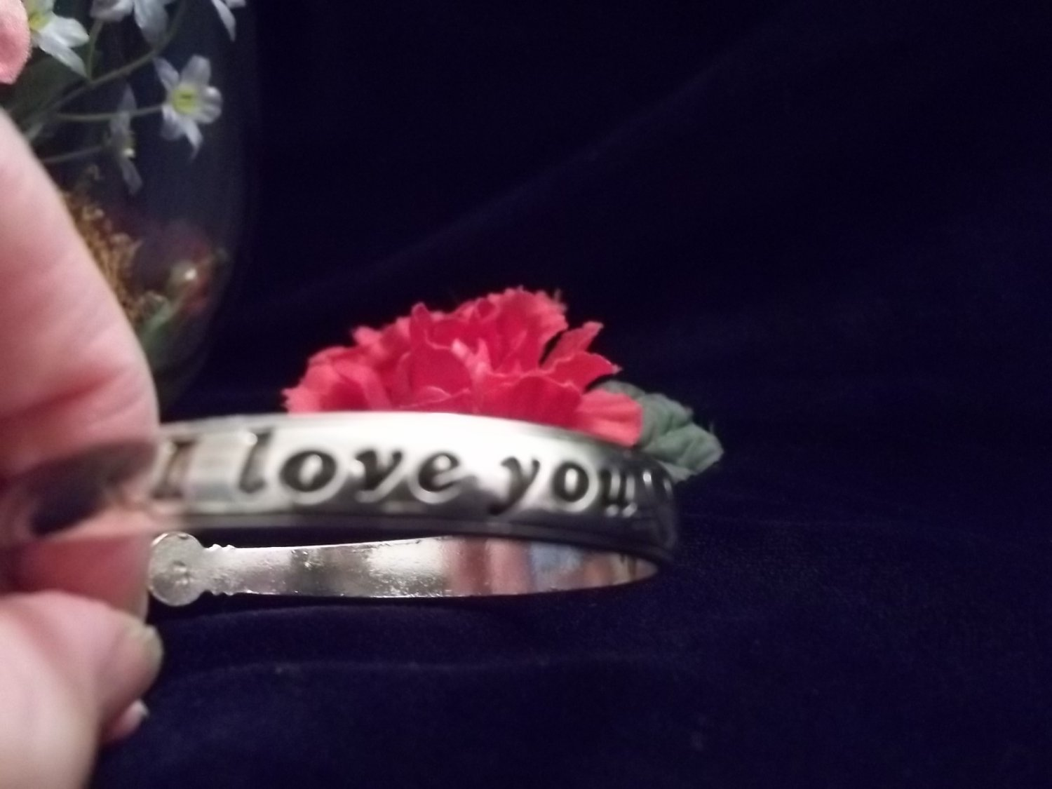 "**Cute ""I Love you"" Thin Cuff"