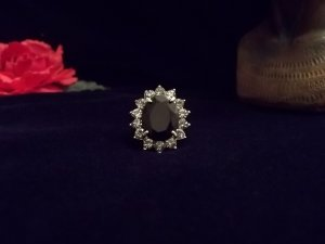 LADIES BLACK COCKTAIL RING SIZE 6.5