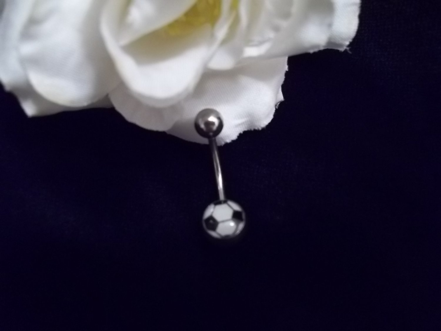 *SOCCER BALL GLOW IN THE DARK BELLY RING 14G