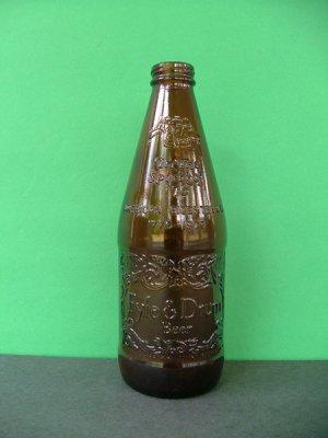 1976 Fyfe & Drum Embossed Bicentennial Beer Bottle � Yorktown 1781