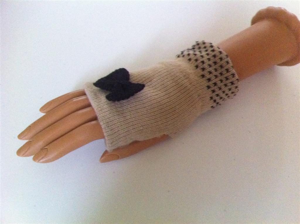 Short Ribbon Fingerless Gloves (Beige w/ Black Ribbon)