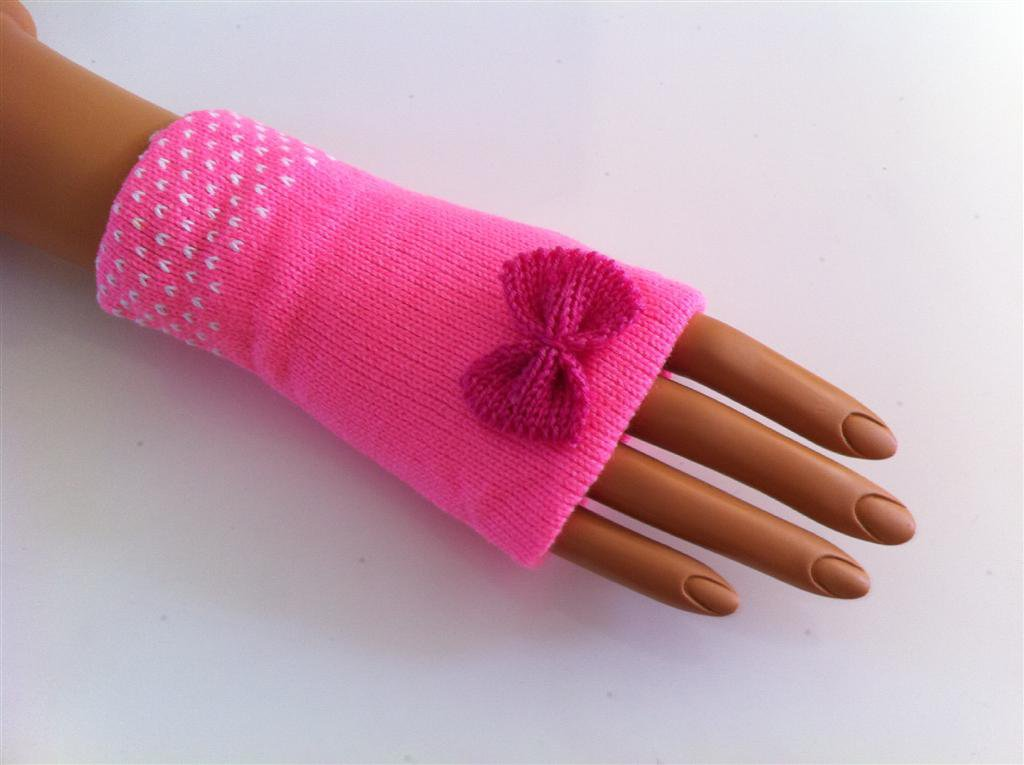 Short Ribbon Fingerless Gloves (French Rose w/ Dark Pink Ribbon)