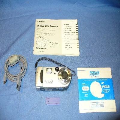 SONY CYBERSHOT DSC-P71 3.2 MEGAPIXEL DIGITAL CAMERA