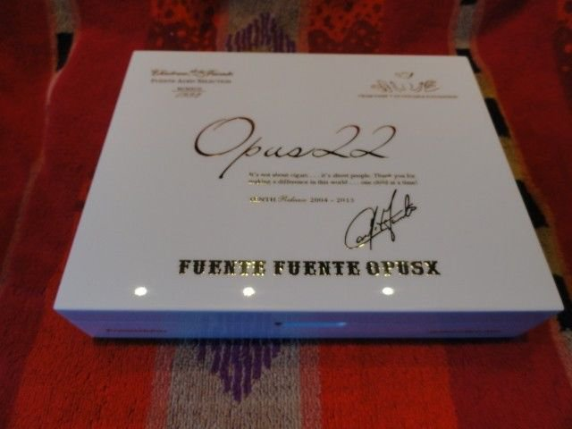 Fuente Opus X  Ltd White Lacquer  traveldor only 375 made