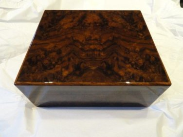 Elie Bleu Walnut Burl  Humidor 50  Count new in original box