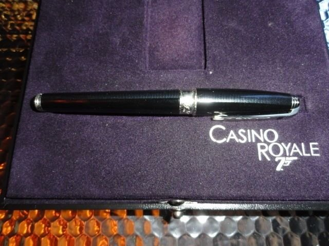 S.T. DUPONT CASINO ROYALE FOUNTAIN PEN MEDIUM NIB