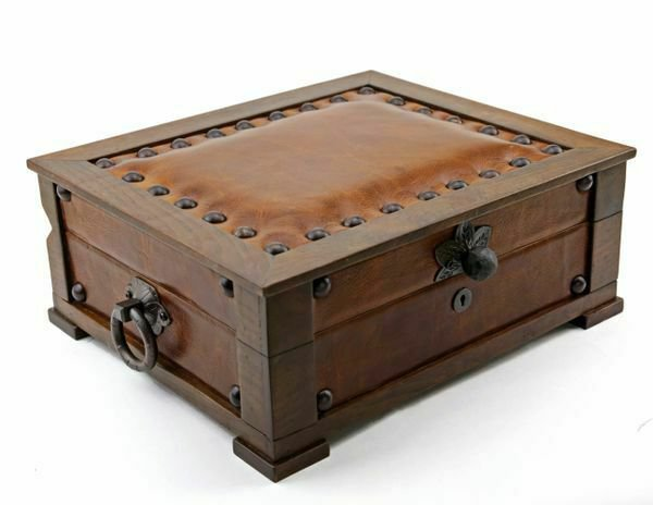 """Bizard and Co. - The """"Chesterfield"""" Humidor - 60/70 Count"""