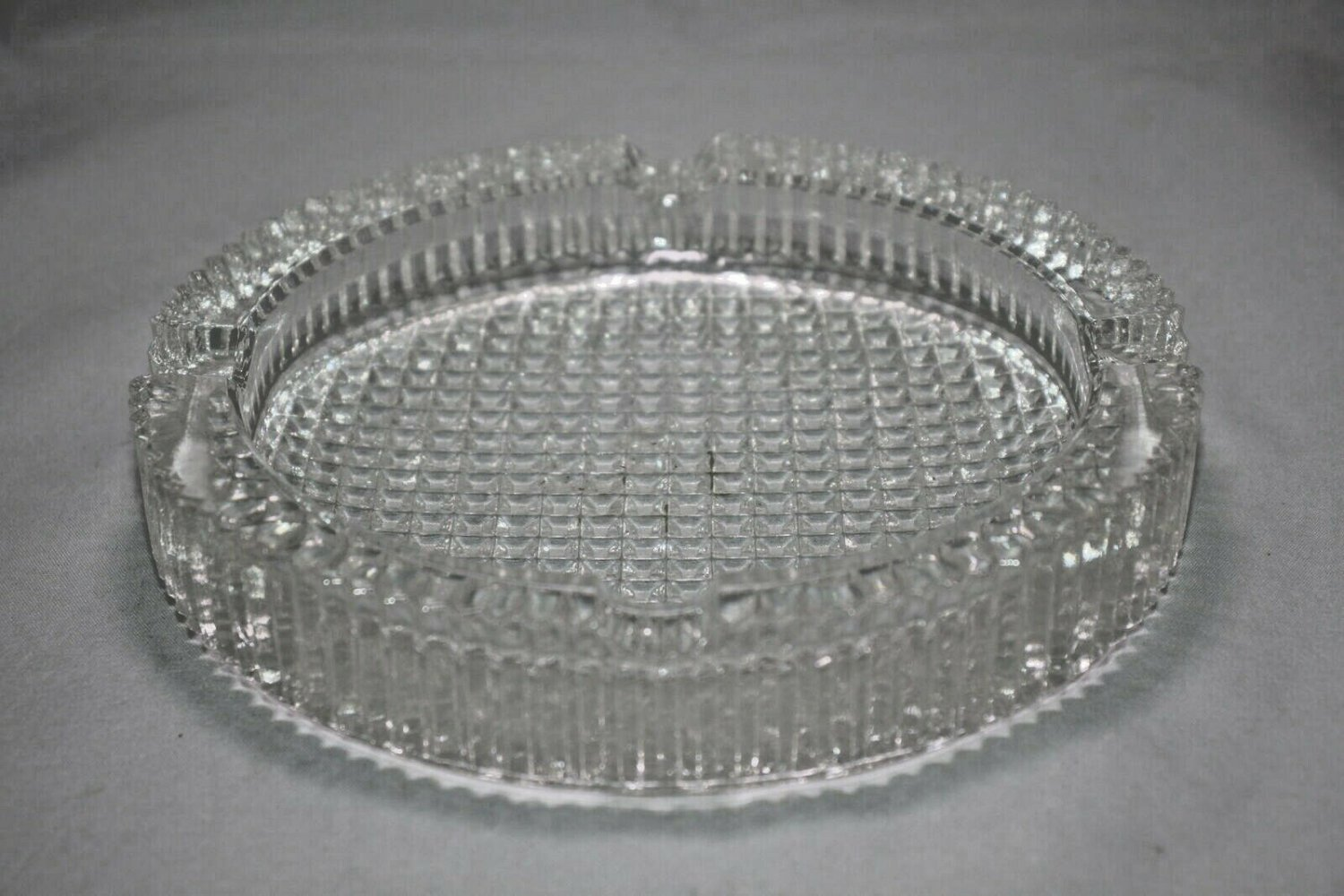 """Round Glass Cigar Ashtray 5"""" Diameter with FREE SHIPPING IN USA"""