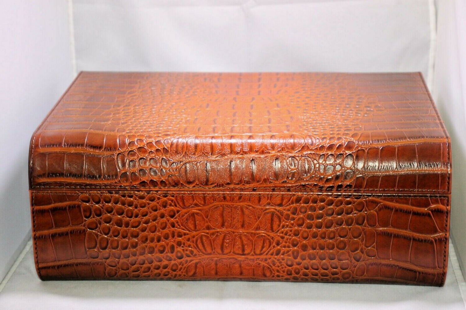 - Alligator Faux Leather  Humidor Lined with Cedar FREE SHIPPING IN USA