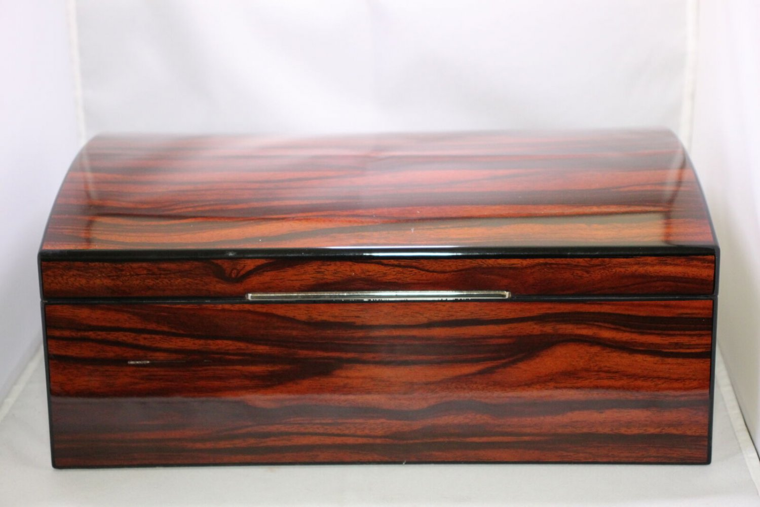 Rosewood Humidor Lined with Cedar SHOWROOM MODEL  FREE SHIPPING IN USA