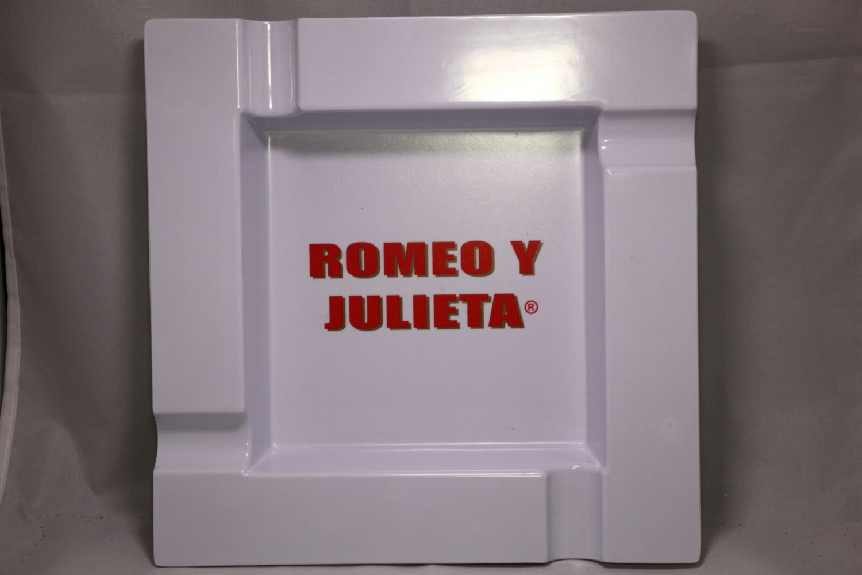 Romeo y Julieta White Square 4-Finger Ashtray