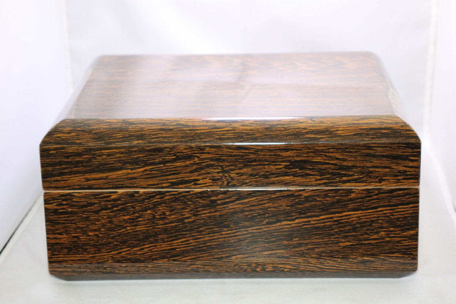 Fame Ford  Wood Humidor Lined with Cedar Showroom Model Free Shipping in USA
