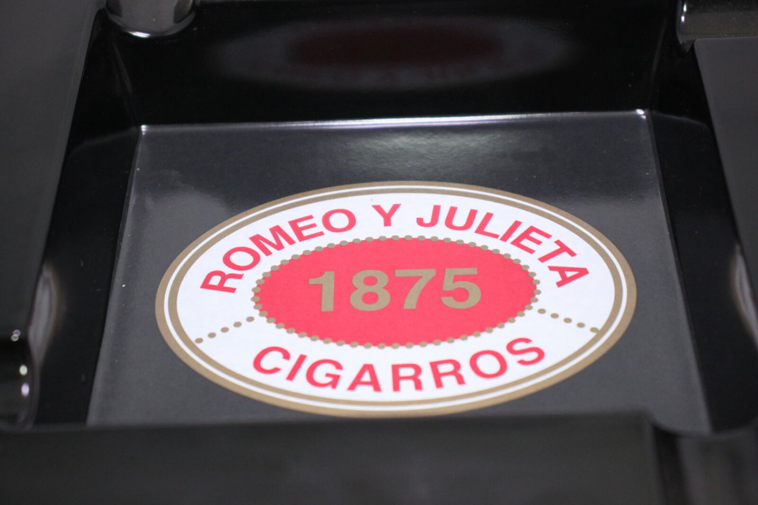 Romeo y Julieta Black Square 4-Finger Ashtray