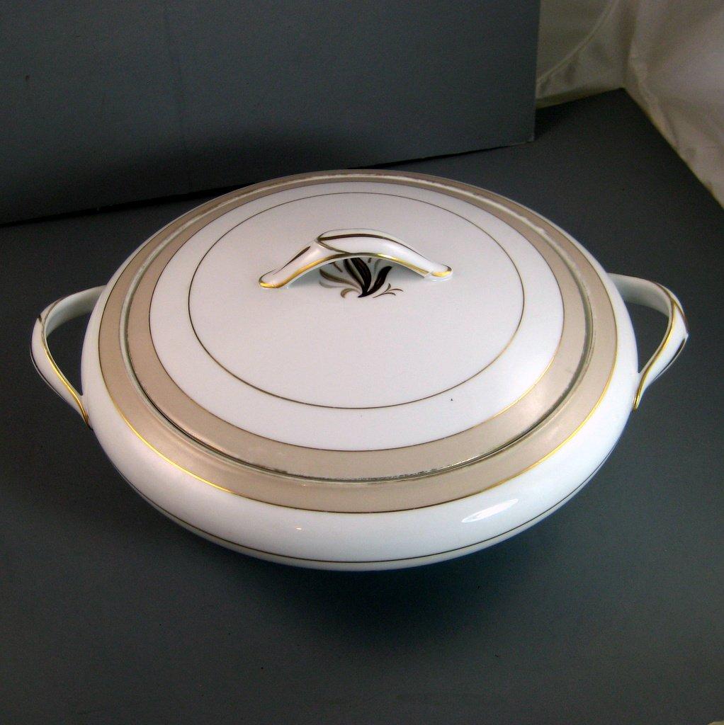 NORITAKE china AVON 5531 Round Covered Vegetable Serving Bowl & Lid