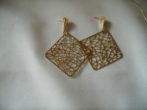 18 kt Gold Square Stud   Earrings