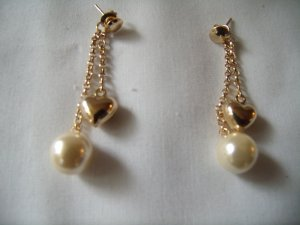 18 kt Gold Heart and Pearl Chain Stud  Earrings