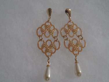 18 kt Gold and Pearl Stud  Earrings