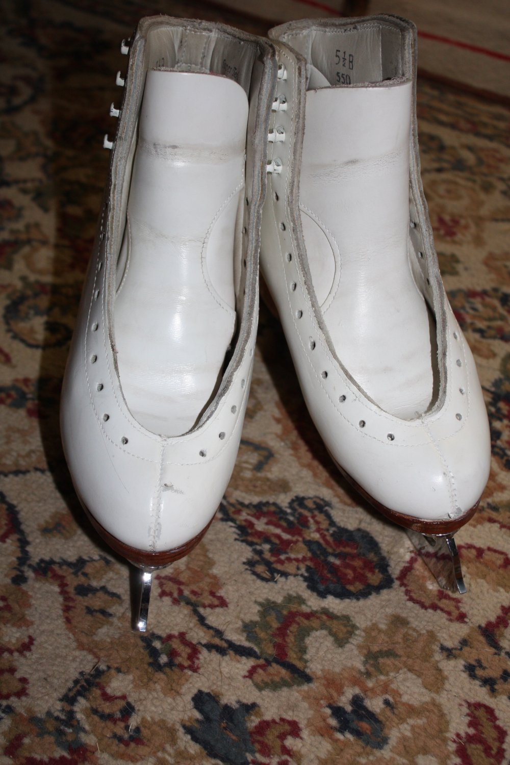 S.P. TERI DELUXE FIGURE SKATES SIZE 5 1/2 GENTLY USED