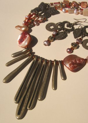 Tribal Necklace - Bronze & Pearl