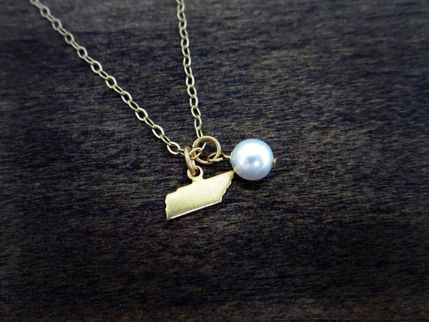 Tennessee State Charm Necklace With Swarovski Pearl (Satin Gold, 18 inches)
