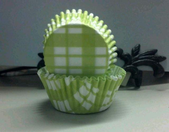 Spring Cupcake Liners Light Green Stripes   50pcs