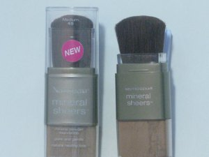 Neutrogena Mineral Sheers Powder Foundation (Medium) - #45