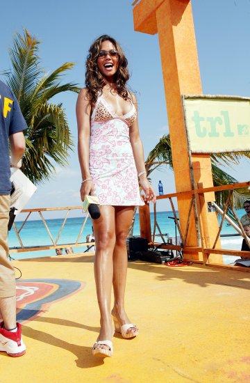 Vanessa Minnillo 8x10 Photo - Amazing Long Legs Beach Candid! #13