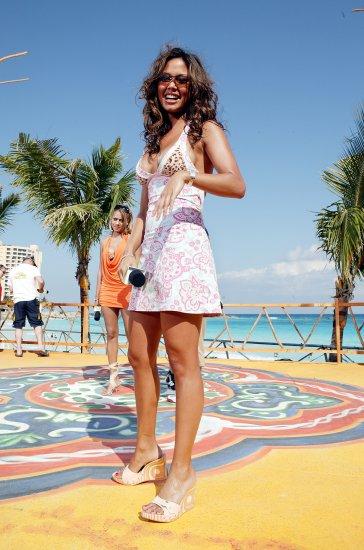 Vanessa Minnillo 8x10 Photo - Amazing Long Legs Beach Candid! #15