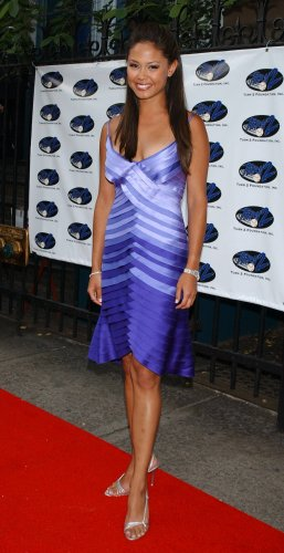 Vanessa Minnillo 8x10 Photo - Purple Short Skirt, Open Toe Heels Candid! #17