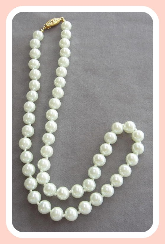 Glass Beaded White Pearl Necklace Vintage
