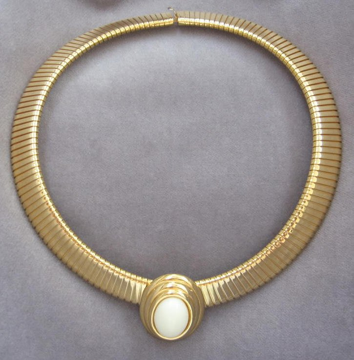 Thick & Wide Slinky Gold White Cabochon Stone Pendant Necklace