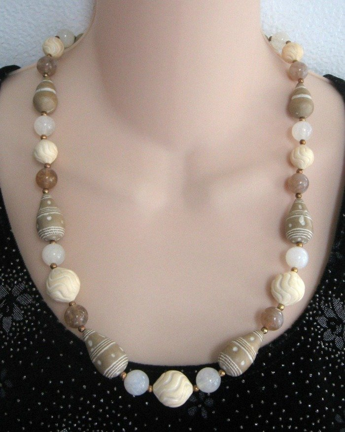 Tan & Beige Vintage Beaded Necklace 1980's