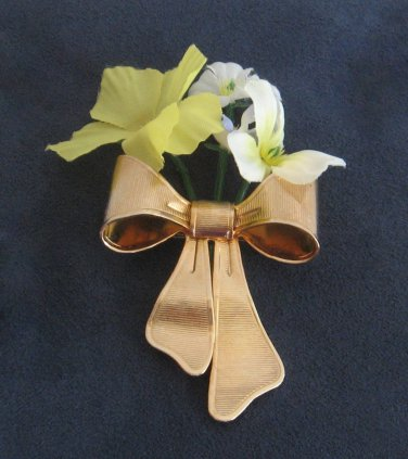 6efbe09c9ef Special Bouquet Flower Bow Brooch Pin Designer Avon 1980 Vintage Jewelry