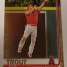 Mike Trout 2019 Topps Gold SN 1912/2019 Insert Card