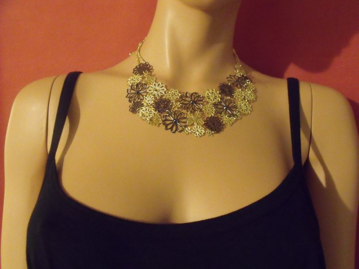 Brown and cream flowers necklace