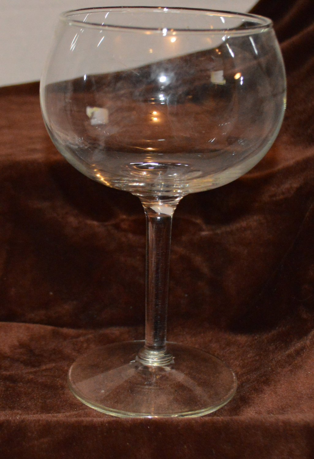 The Perfect Wine Crystal Glass for Swirling the wine