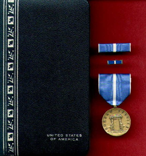 Korean War Service medal in case with ribbon bar and lapel pin