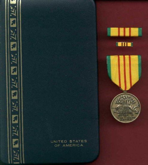 Vietnam Service medal in case with ribbon bar and lapel pin