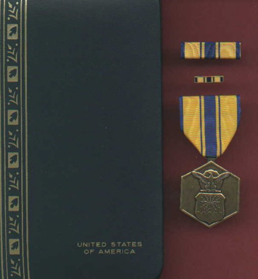 US Air Force Commendation medal with ribbon bar and lapel pin in case