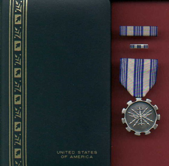 US Air Force Achievement medal in case with ribbon bar and lapel pin